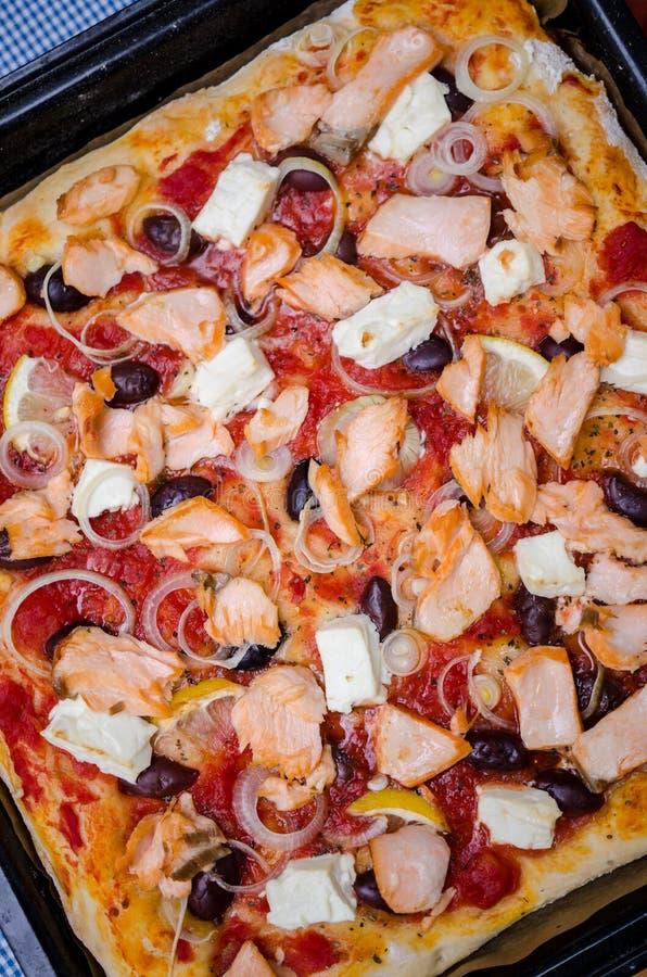 Pizza de color salmón imagen de archivo