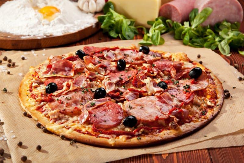 Pizza de la carne imagenes de archivo