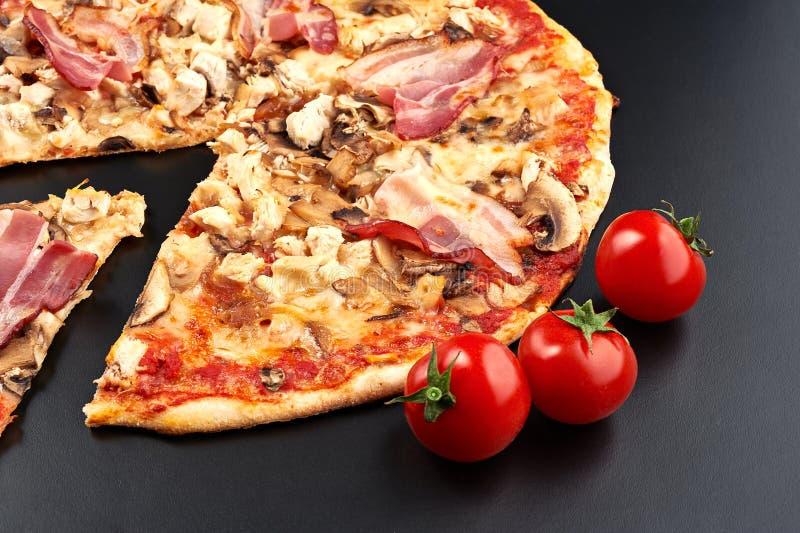 Pizza de la carne imágenes de archivo libres de regalías