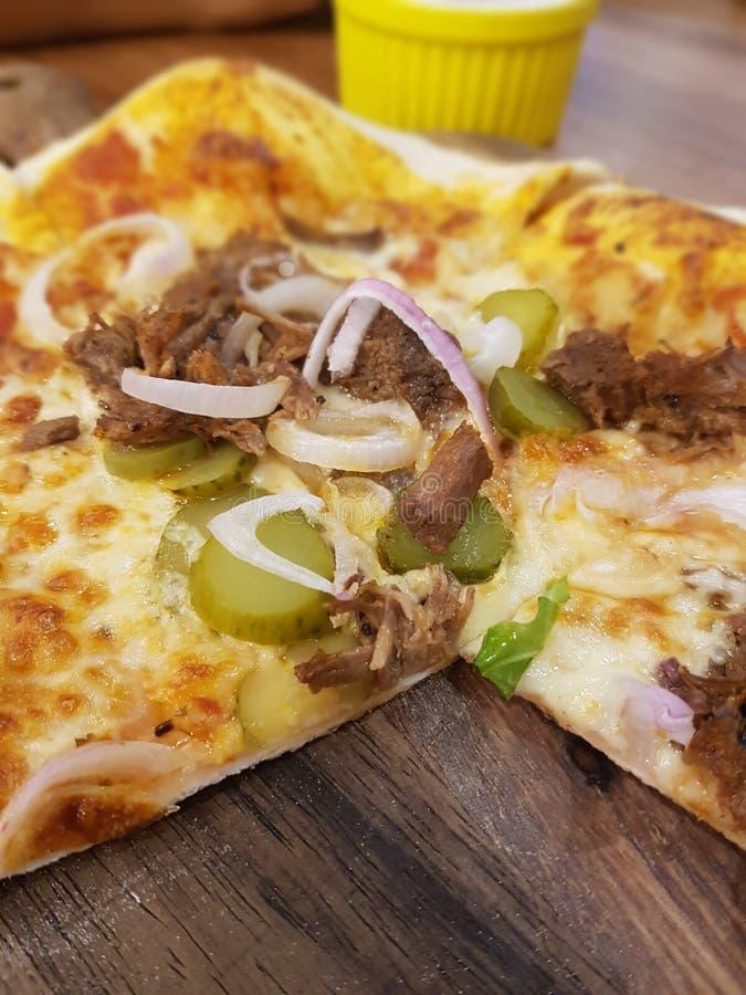 Pizza de la carne de vaca fotografía de archivo libre de regalías