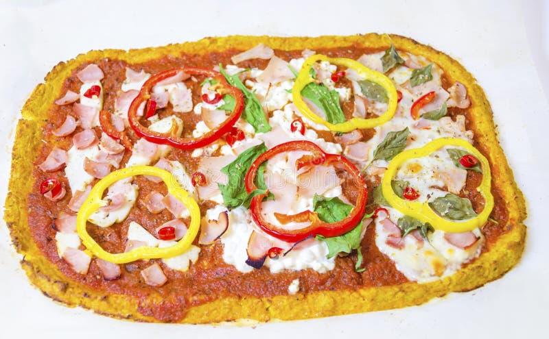 Pizza de la coliflor fotos de archivo