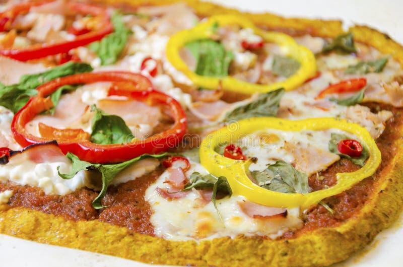 Pizza de la coliflor fotografía de archivo libre de regalías