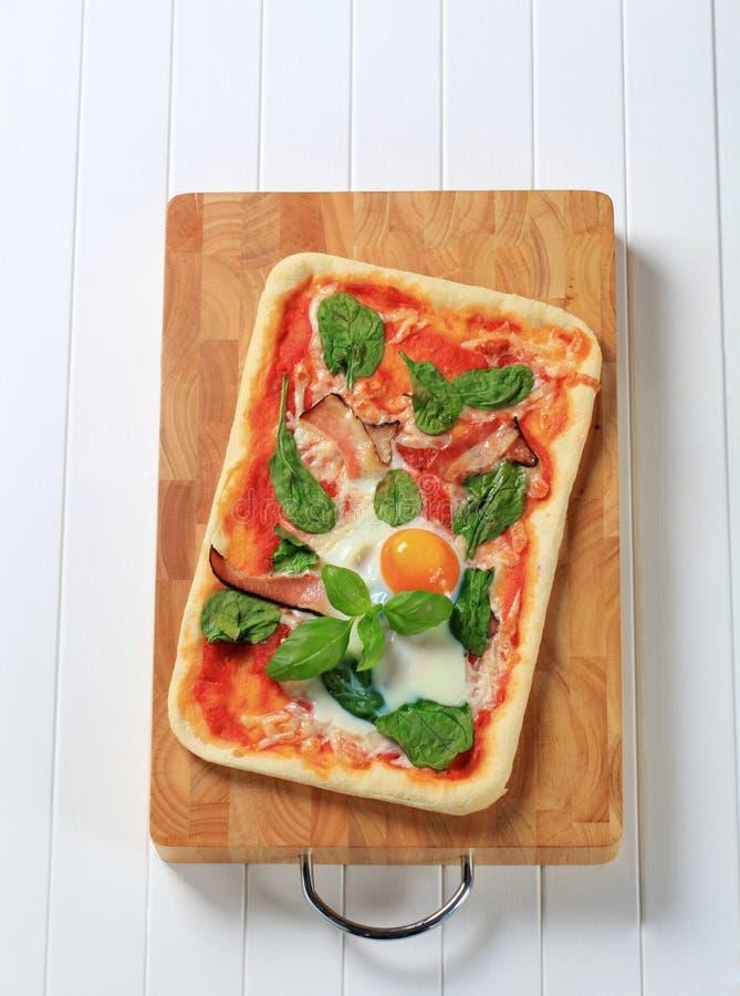 Pizza de lard et d'oeufs photo libre de droits