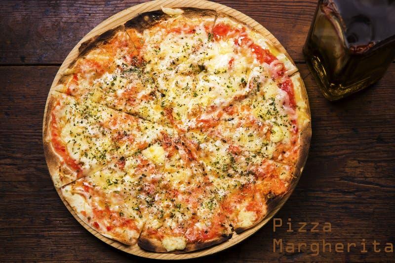 Pizza de Margarita imagem de stock royalty free