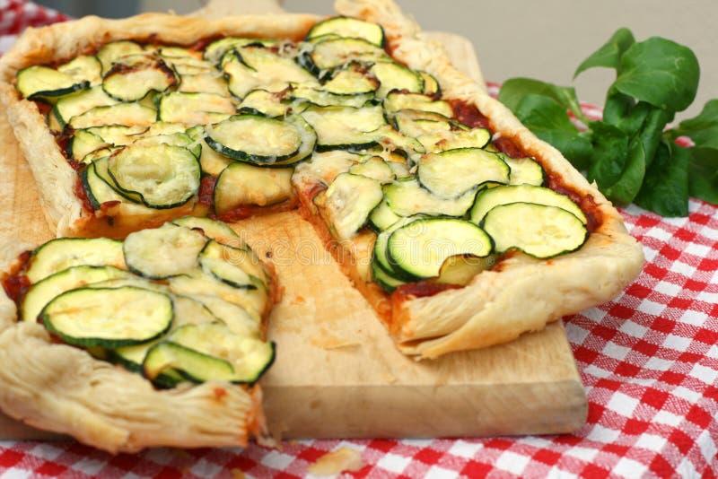 Pizza de pâte feuilletée de Vegan photographie stock libre de droits