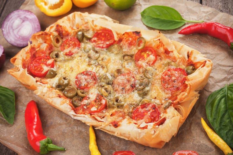 Pizza de pâtisserie de Phyllo photographie stock libre de droits
