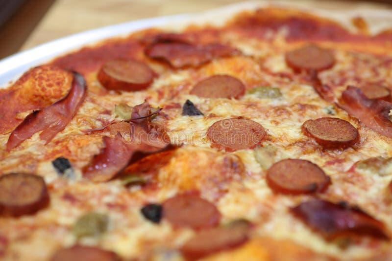 Pizza de pepperoni deliciosa fotografia de stock