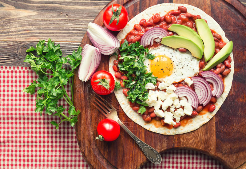 Pizza de petit déjeuner de Huevos Rancheros images libres de droits