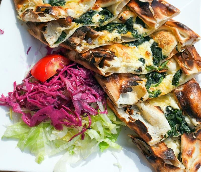 Pizza de Pide del turco imagenes de archivo