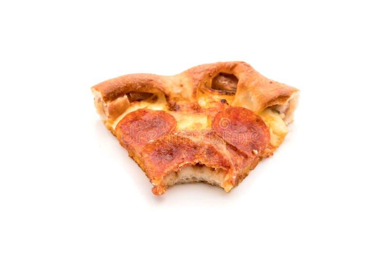 Pizza de salchichones hecha en casa en el fondo blanco fotografía de archivo libre de regalías