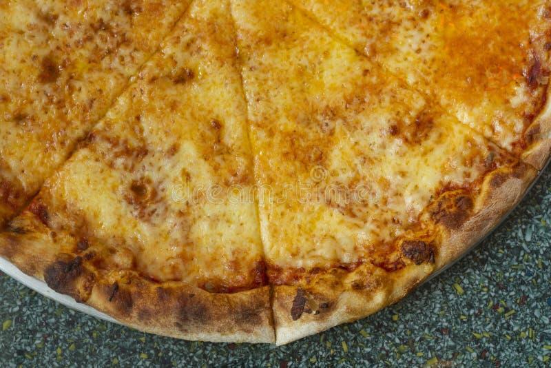 Pizza de style de New York avec du fromage images libres de droits