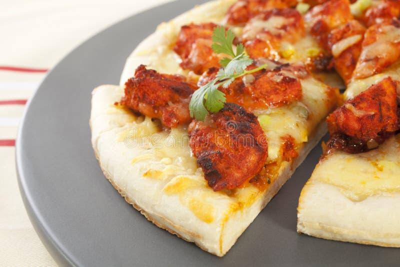 Pizza de Tikka del pollo imagenes de archivo