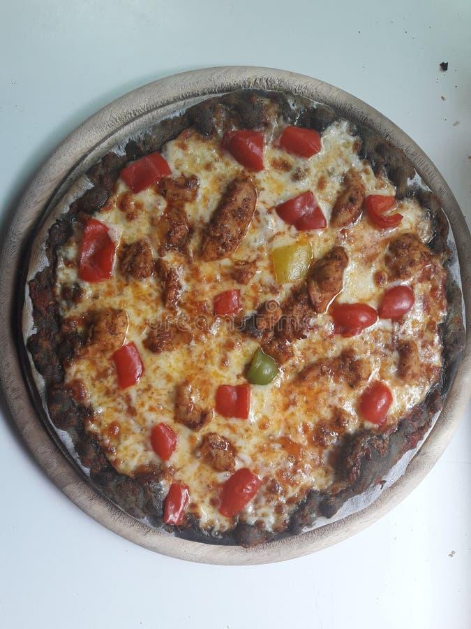 Pizza del carbón de leña foto de archivo