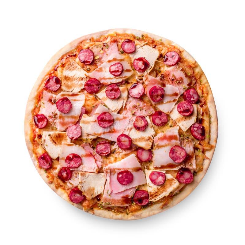 pizza del jamón y de salchicha en el fondo blanco Copie el espacio Receta y menú Visión superior fotos de archivo