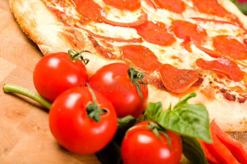 Pizza del pepe e delle merguez fotografia stock libera da diritti