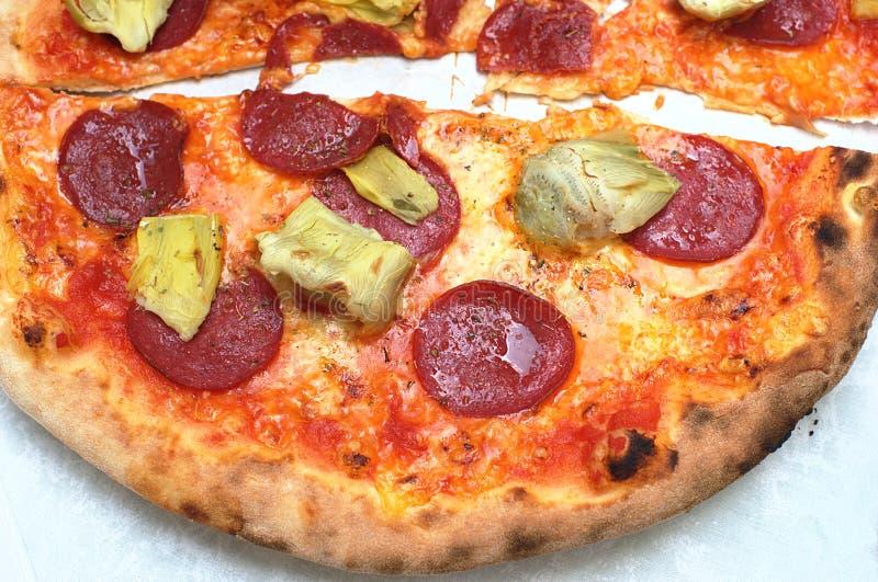 Pizza del salame fotografie stock