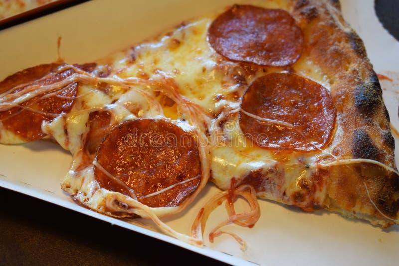 Pizza deliciosa com salsicha fotografia de stock royalty free