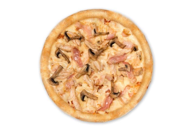 Pizza deliziosa con il pollo, parmigiano, pomodori, funghi isolati per il menu, vista superiore fotografia stock libera da diritti