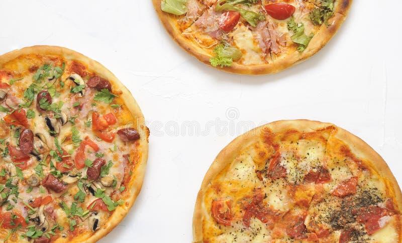 Pizza deliziosa su fondo leggero fotografie stock libere da diritti
