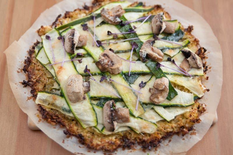 Pizza della crosta del cavolfiore fotografie stock