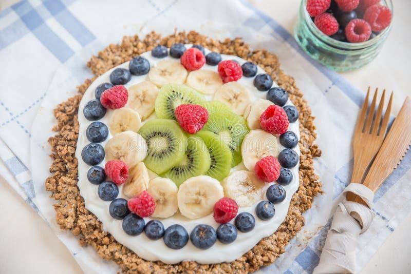 Pizza della prima colazione della frutta del Granola fotografia stock libera da diritti