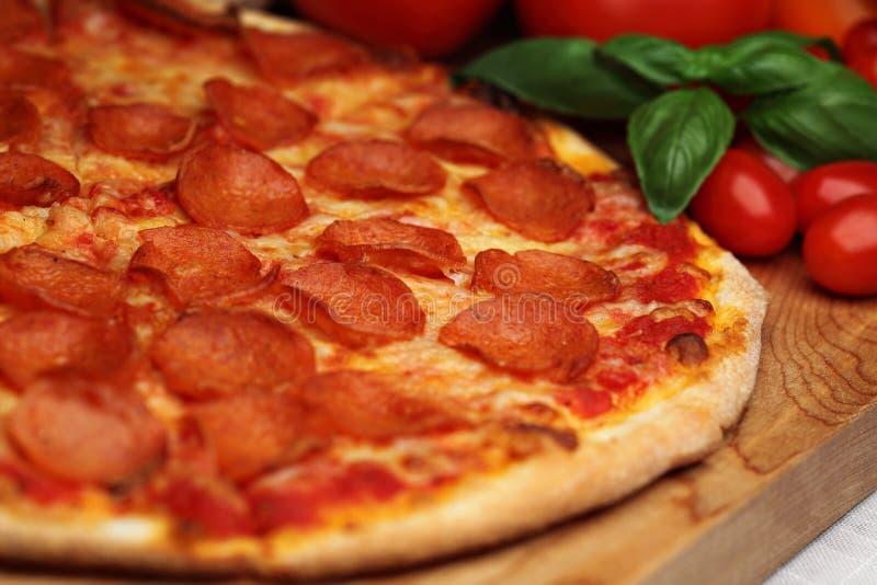 Pizza di merguez immagine stock libera da diritti