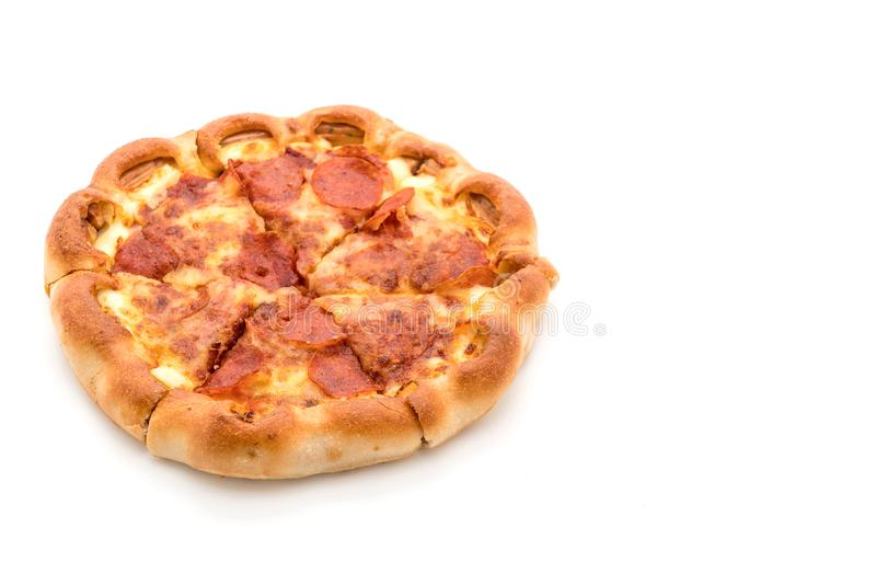 Pizza di merguez casalinga su fondo bianco fotografia stock libera da diritti