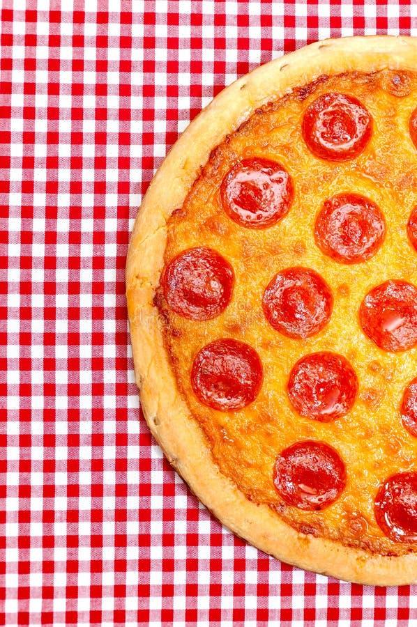Pizza di merguez mezza immagini stock libere da diritti