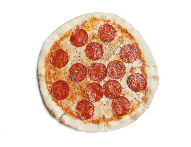 Pizza di merguez originale classica italiana fresca isolata su fondo bianco Disposizione piana, vista superiore fotografia stock