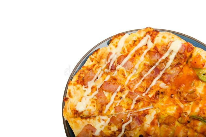 Pizza die op witte Achtergrond wordt geïsoleerd? royalty-vrije stock afbeeldingen