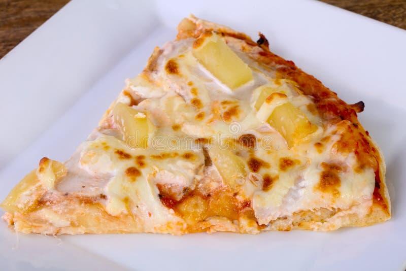 Pizza do abacaxi com queijo fotografia de stock