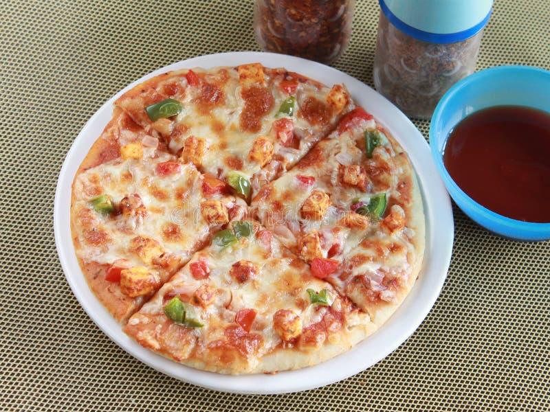 Pizza do paneer de Tandoori fotografia de stock