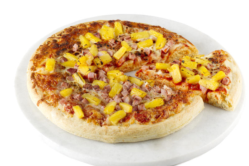 Pizza do presunto e do abacaxi imagens de stock
