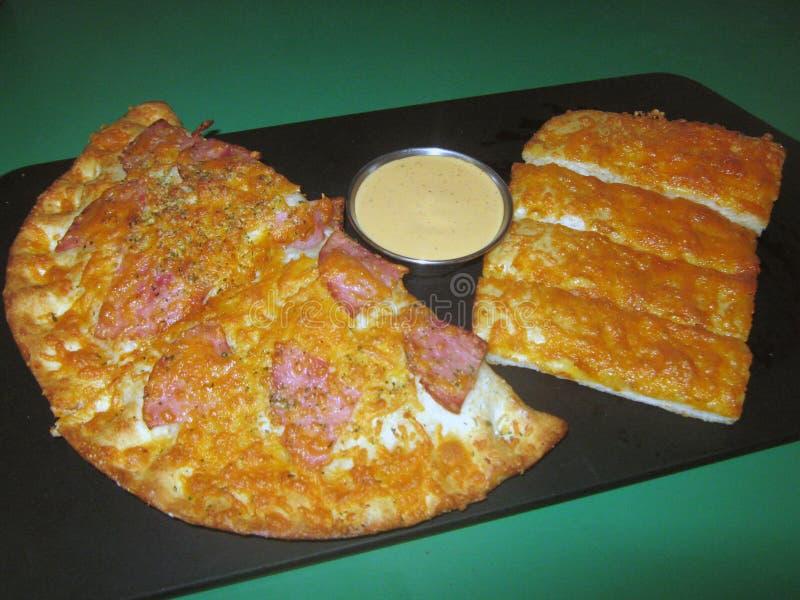 Pizza do ` s de Calzzone imagens de stock royalty free