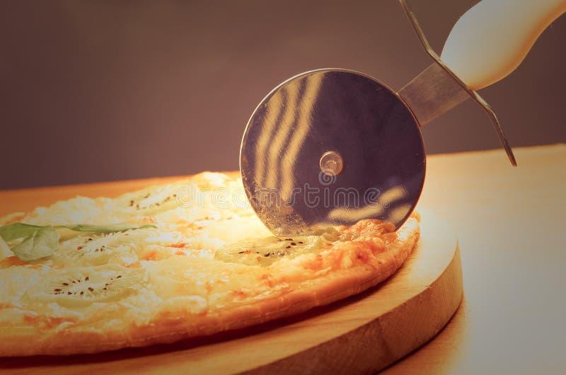 Pizza doce com fruto fotografia de stock