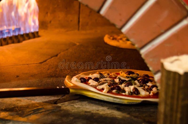 Pizza Drewniany ogień fotografia stock