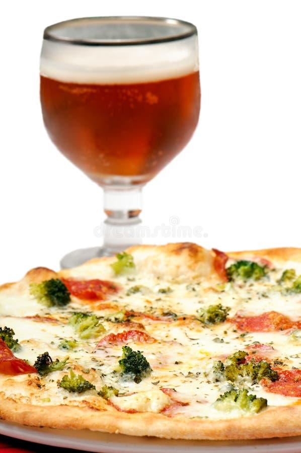 Pizza e cerveja fotos de stock