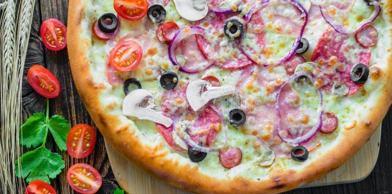 Pizza e componentes foto de stock