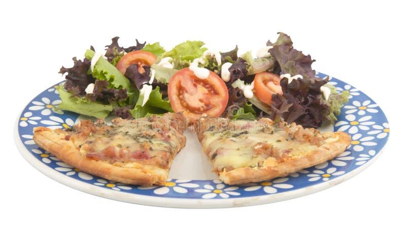 Pizza e salada fotos de stock