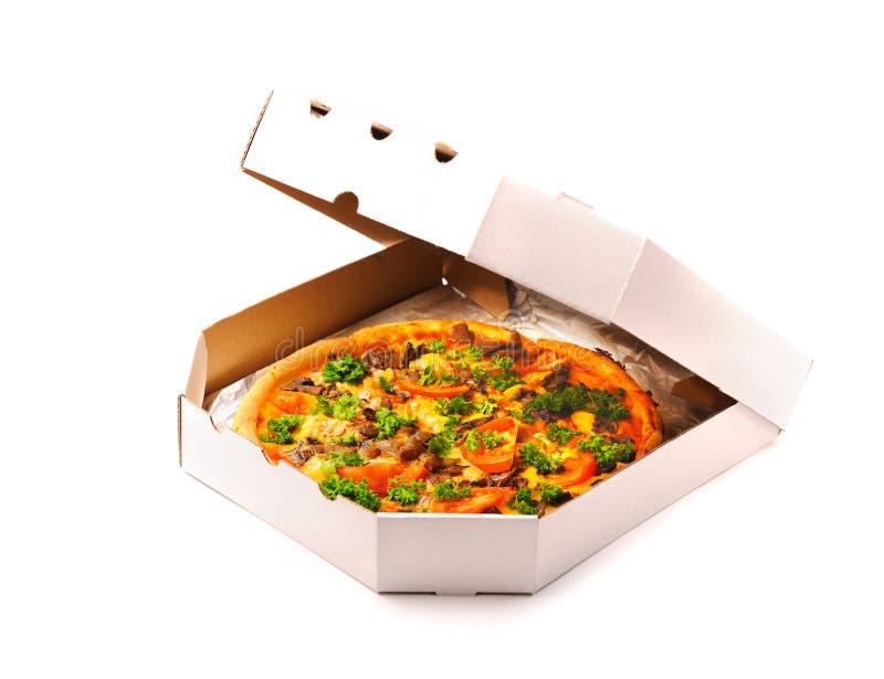 Pizza in einem Mitnehmerkasten lizenzfreie stockfotos
