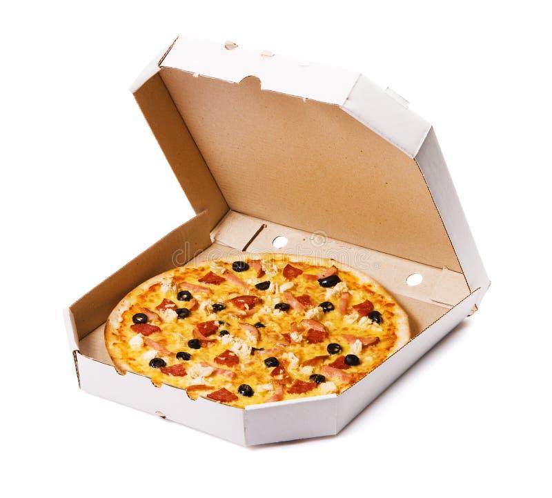 Pizza em uma caixa de cartão fotos de stock royalty free