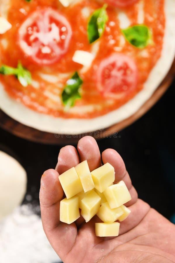 Pizza en ingrediënten voor pizza royalty-vrije stock foto's