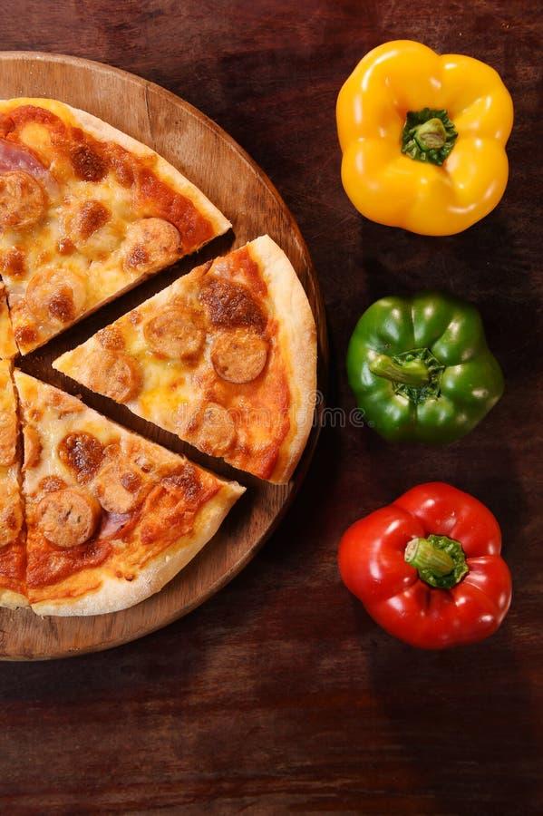 Pizza en verse groenten voor pizza royalty-vrije stock foto's