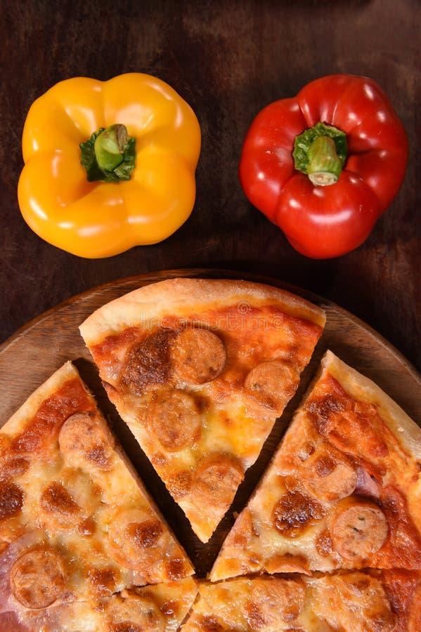 Pizza en verse groenten voor pizza royalty-vrije stock afbeeldingen