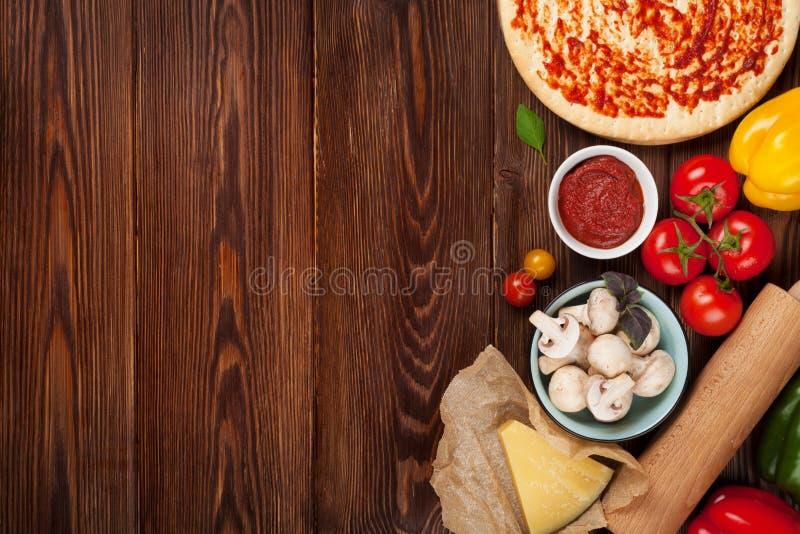 Pizza faisant cuire des ingrédients photos stock