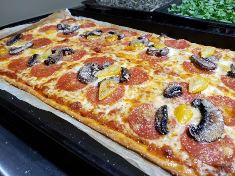 Pizza faite maison images libres de droits