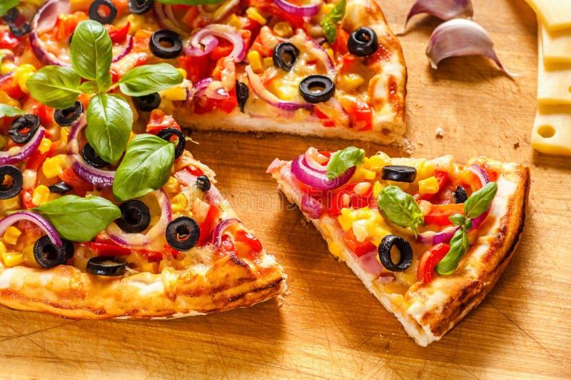 Pizza faite maison photo libre de droits