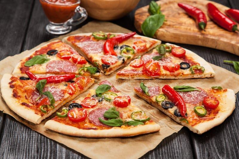 Pizza feita home deliciosa imagens de stock royalty free