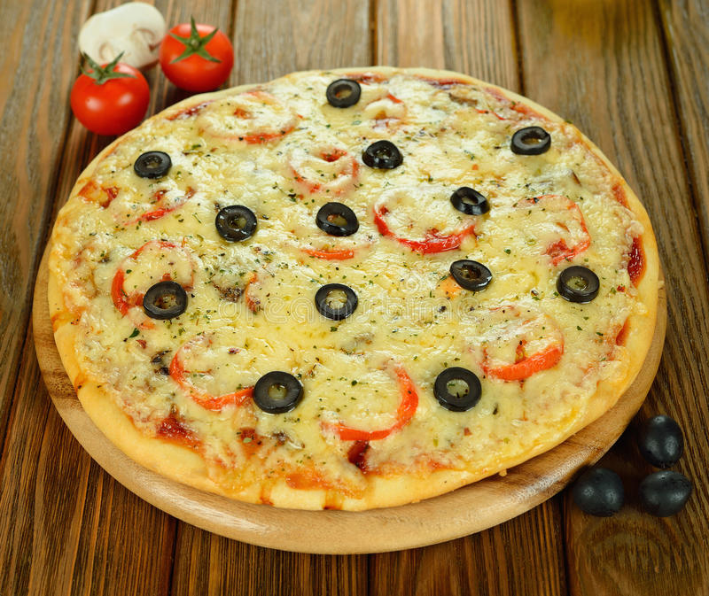 Pizza fresca foto de stock royalty free