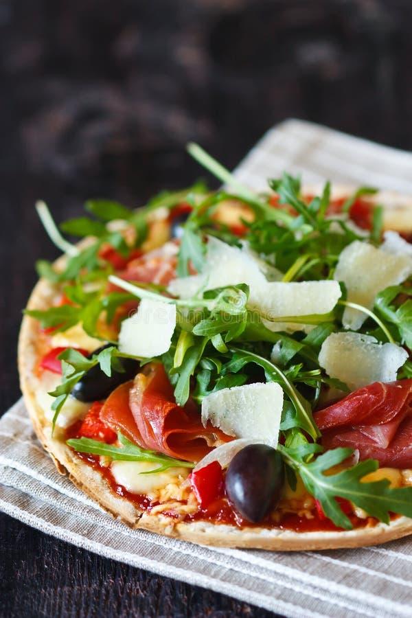 Pizza fresca. fotografie stock